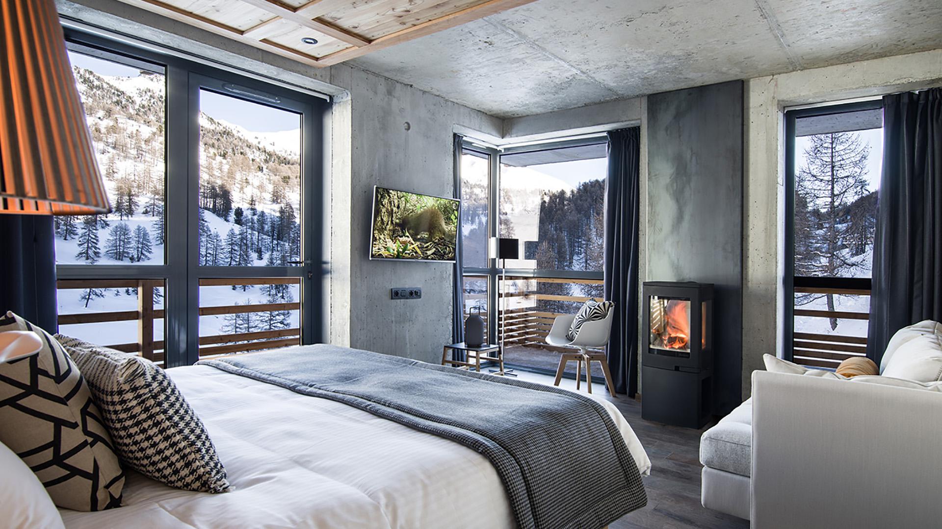 hotel design 4 toiles au pied des pistes de vars risoul dans les alpes du sud hautes alpes. Black Bedroom Furniture Sets. Home Design Ideas